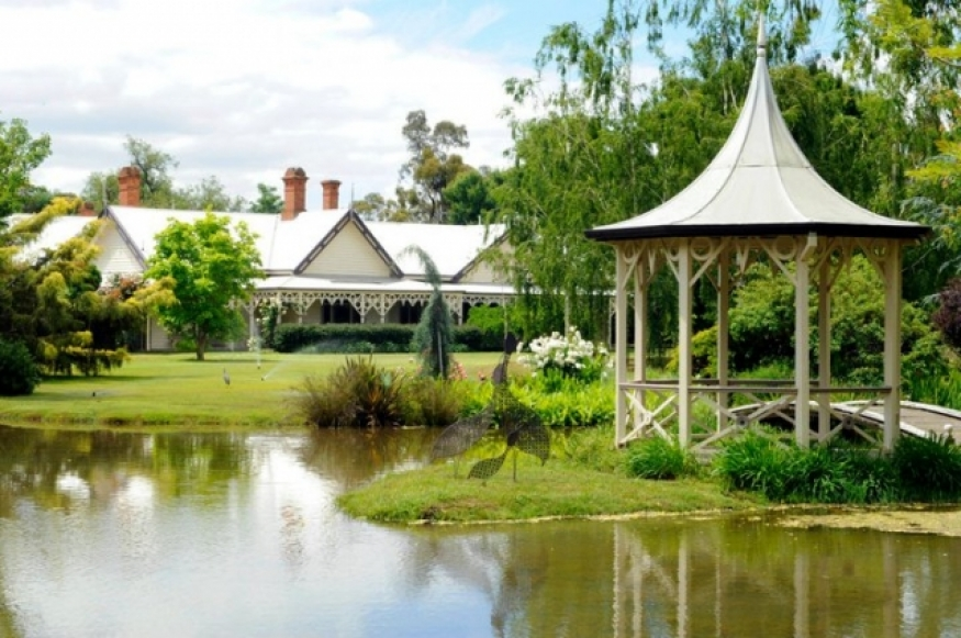z shepparton victoria country garden outdoor wedding venue hurlstone homestead.jpg